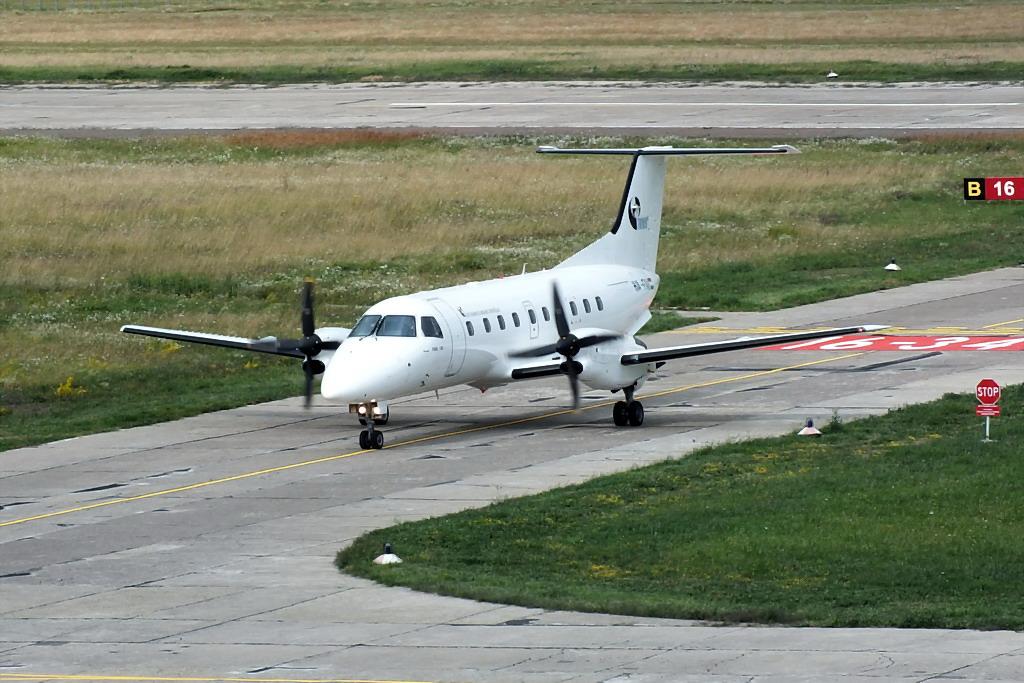 Aeroportul Suceava (Stefan Cel Mare) - Iulie 2013   DSCF7648