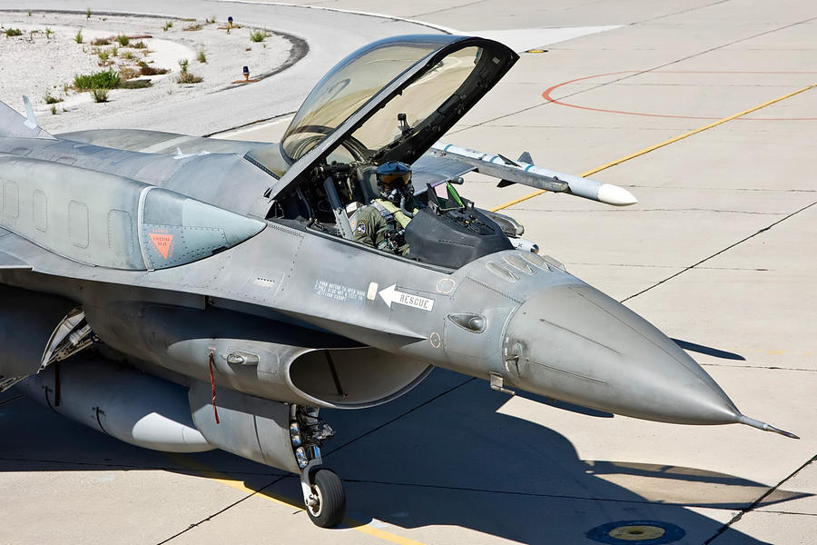 Hellenic Military & Security Multimedia F16_B52_P00009