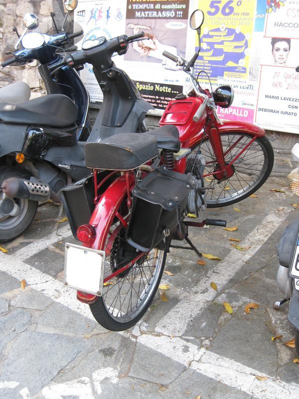 Foto di moto d'epoca o rare avvistate per strada - Pagina 14 Vnhn