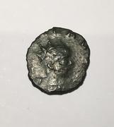 Antoniniano póstumo de Claudio II. CONSECRATIO. altar. (cuño hispano) IMG-0544
