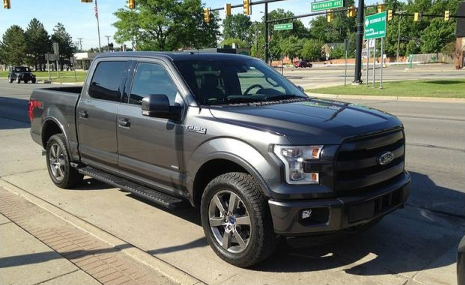 2015 - [Ford] F Series - Page 2 2015_ford_f_150_spied_undisguised_in_detroit_819
