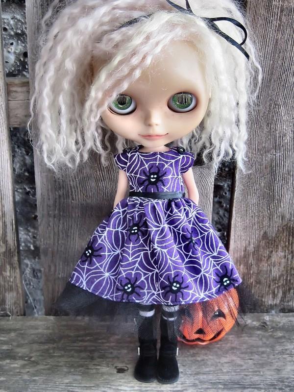 Cómo NO ser una chica gótica: Comentando artículo y dando alguna recomendación sobre el mundo gótico Dolly_molly_spiders_halloween_dress_for_blythe_d