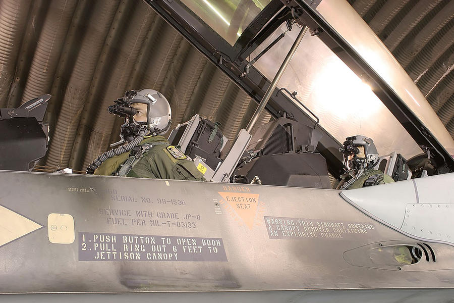 Hellenic Military & Security Multimedia Pilots_f_16_04