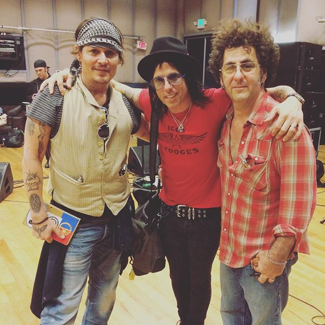 Le groupe Hollywood Vampires . - Page 4 20150914_1482071