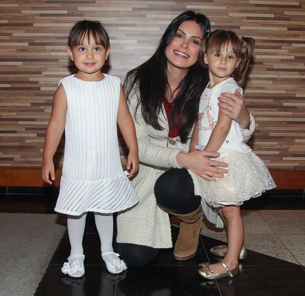 natalia guimaraes, miss brasil 2007. Natalia_guimaraes_com_as_filhas_kiara_e_maya-1671