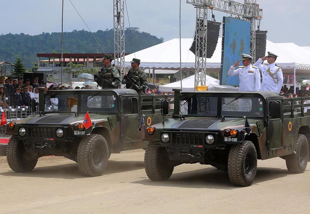Armée Equatorienne/Fuerzas Armadas del Ecuador - Page 4 0_24