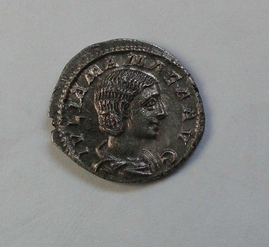 Denario de Julia Mamaea. IVNO CONSERVATRIX. Juno estante a izq. Ceca Roma. CIMG2831
