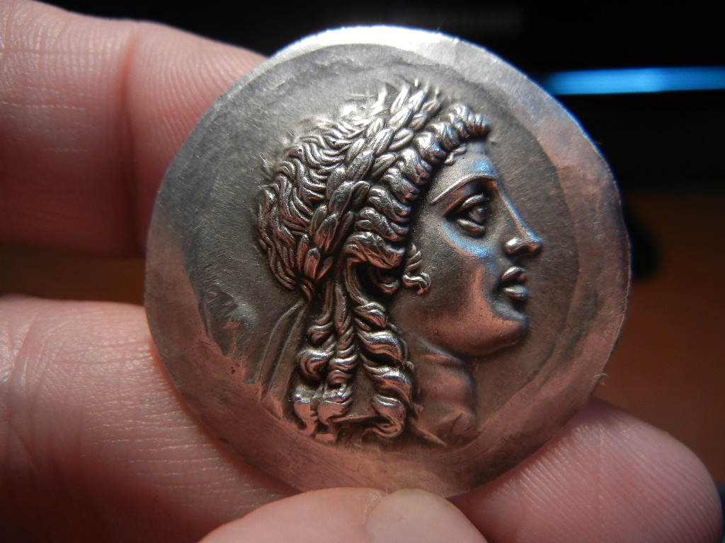 Tetradracma. Región de Aeolis, ceca Myrina. Reino de Pérgamo (155-145 a.C.) DSCN0051