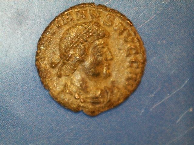 AE3 de Graciano. GLORIA NO-VI SAECVLI. Graciano estante de frente y mirando a izq. Ceca Arles. 2017_03_23_0001_0_X