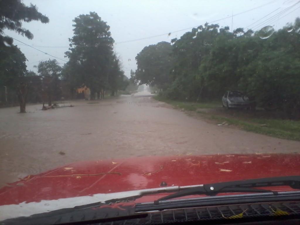 asi es la  calle de mi casa con lluvia 2014_05_15_17_20_07