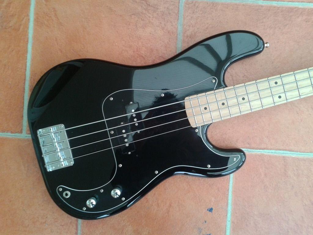 Dúvida sobre originalidade desse Fender Precision Bass  Fender3