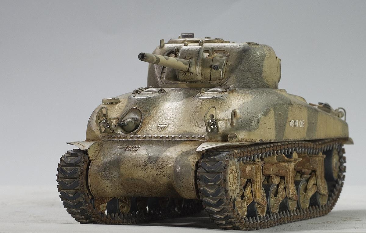 Sherman M4A1 75 mm.  Dragon 1/35. Image