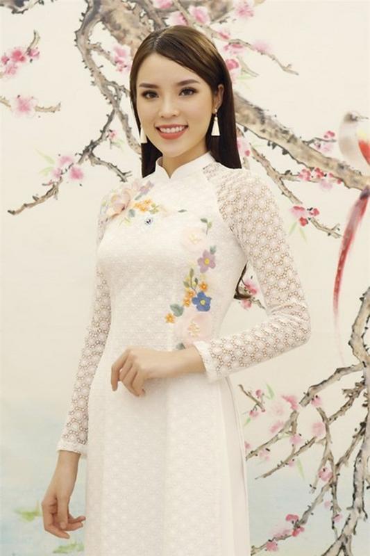 Ngẩn ngơ ngắm mỹ nhân Việt khoe đường cong vệ nữ với áo dài Bi-mat-duong-cong-my-nhan-_Viet-qua-thiet-ke-ao-dai-trang-tinh-kh