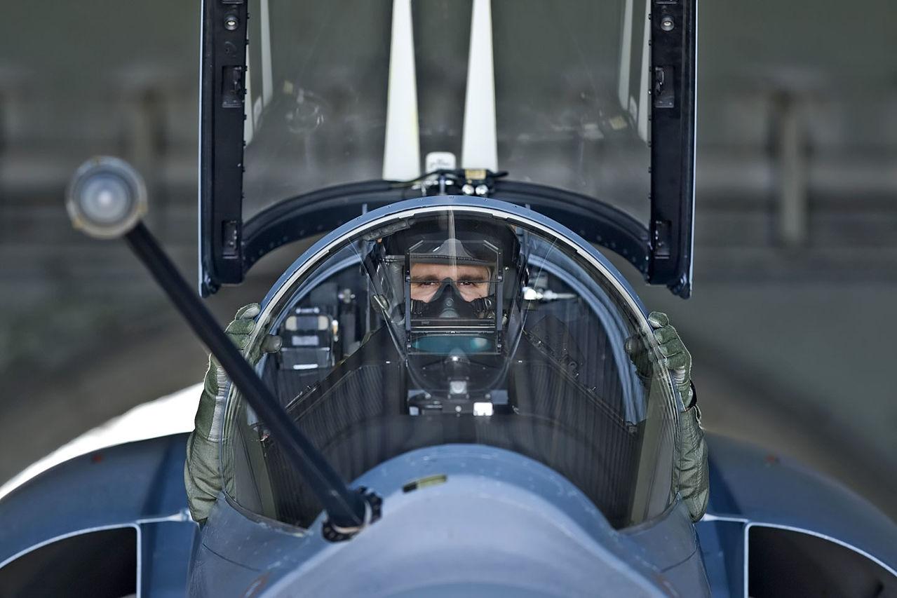 Hellenic Military & Security Multimedia Pilots_m_2000_01