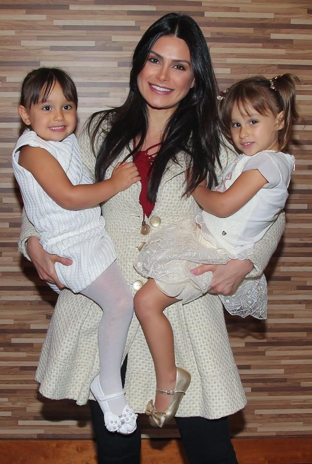 natalia guimaraes, miss brasil 2007. Natalia_guimaraes_com_as_filhas_kiara_e_maya-1627