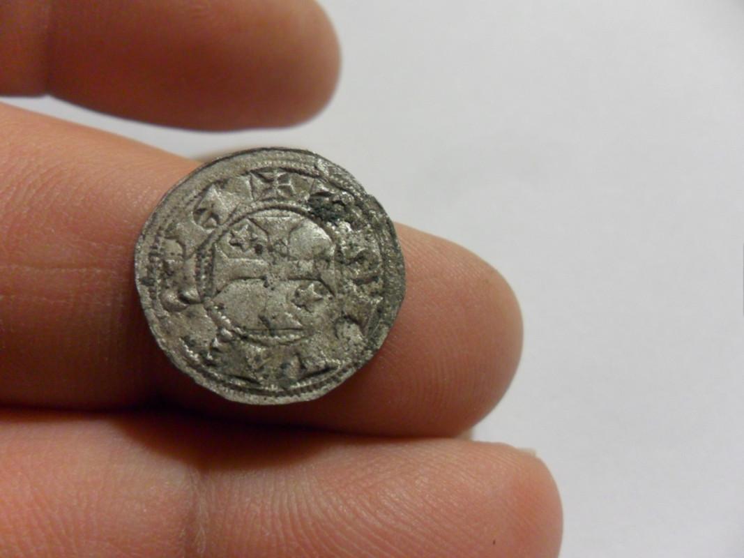 Dinero pepion de Alfonso VIII de la Primera Epoca (hacia 1180) SAM_5919