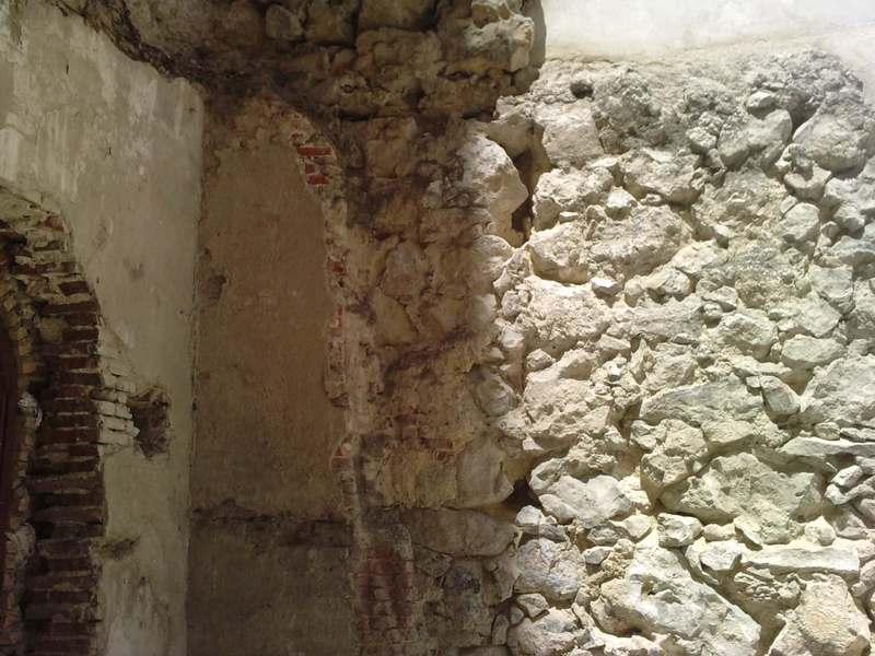 Nuevo tramo visible de la muralla cristiana P100512_14_010002