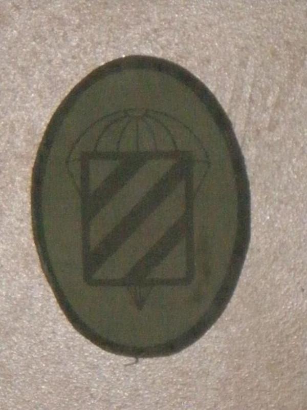 ESPAÑOLES EN VIETNAM - Historia, Cascos y Uniformes. Distintivos_y_emblemas_II_Bandera_Paracaidista_0