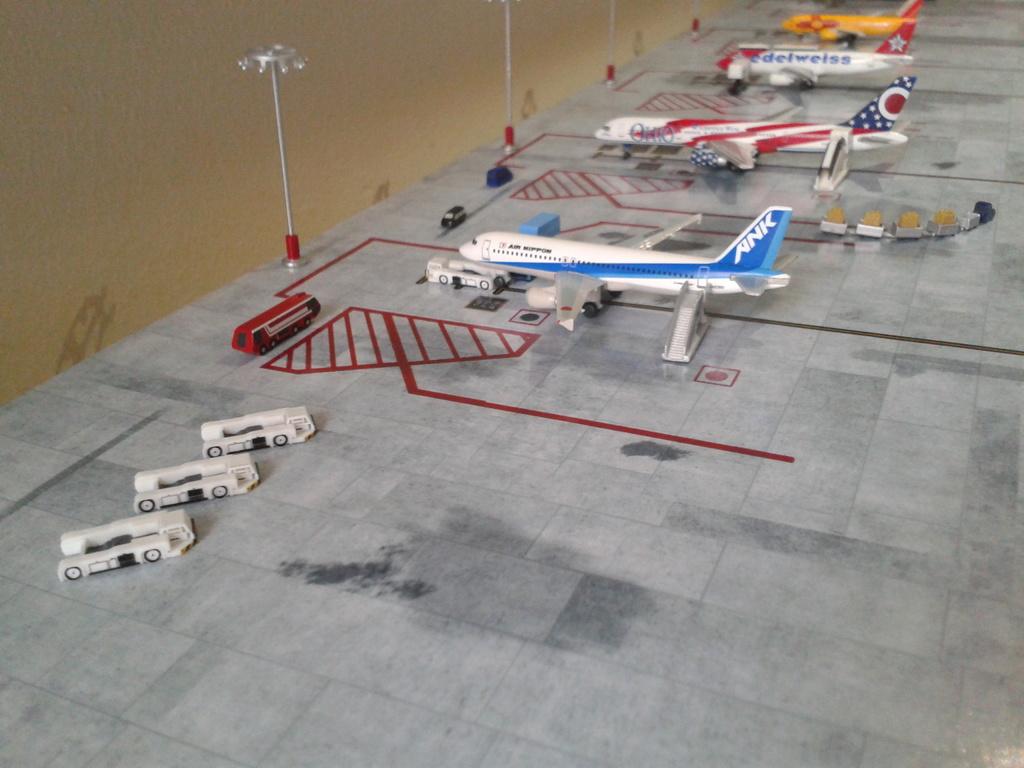 Aeroporturi in miniatura 1:400 - 1:500 2014_08_15_18_33_46