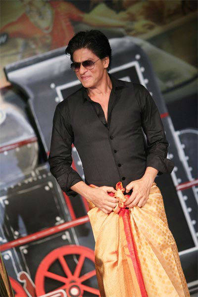 All aboard Chennai Express with SRK, Deepika Msid_21646810width_614height_630_cms