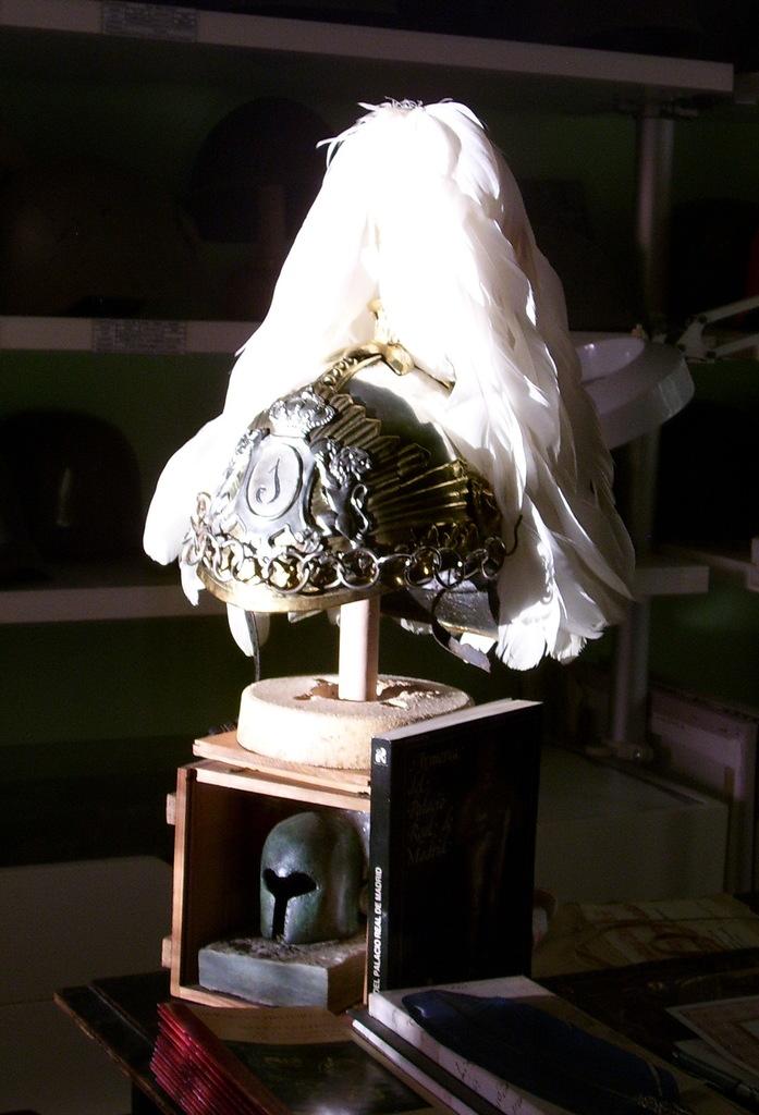 "casco - Casco Mod. 1875 de Oficial de Lanceros del Regimiento Nº1 ""del Rey"". Reg_Cab_Lig_Del_Rey_N1_003"