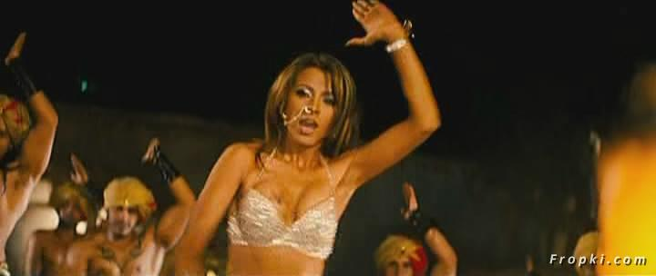 Arti Chabria enjoyed by extras in item song Arti_Chabria_Dance_7