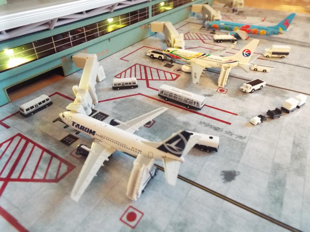 Aeroporturi in miniatura 1:400 - 1:500 DSCF5574