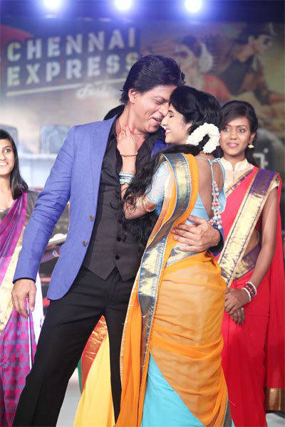 All aboard Chennai Express with SRK, Deepika Msid_21646802width_614height_630_cms