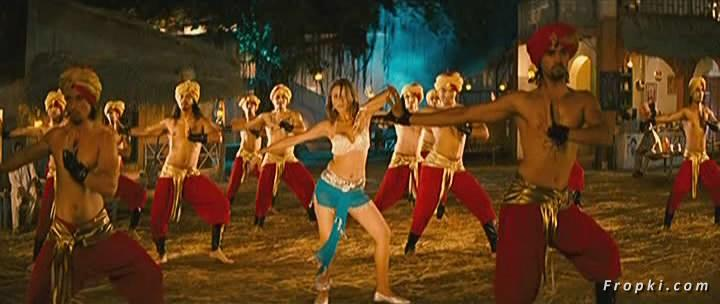 Arti Chabria enjoyed by extras in item song Arti_Chabria_Dance_12
