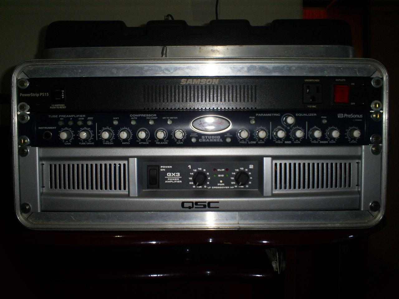 Curiosidade quanto a um set com amplificador não de contrabaixo - Página 4 QSC_GX3