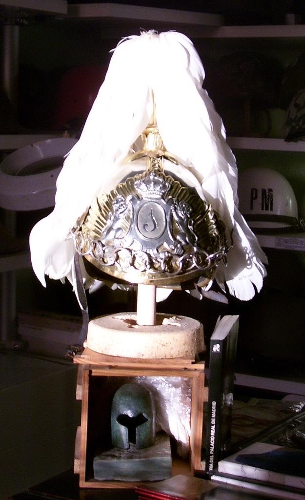 "casco - Casco Mod. 1875 de Oficial de Lanceros del Regimiento Nº1 ""del Rey"". Reg_Cab_Lig_Del_Rey_N1_004"
