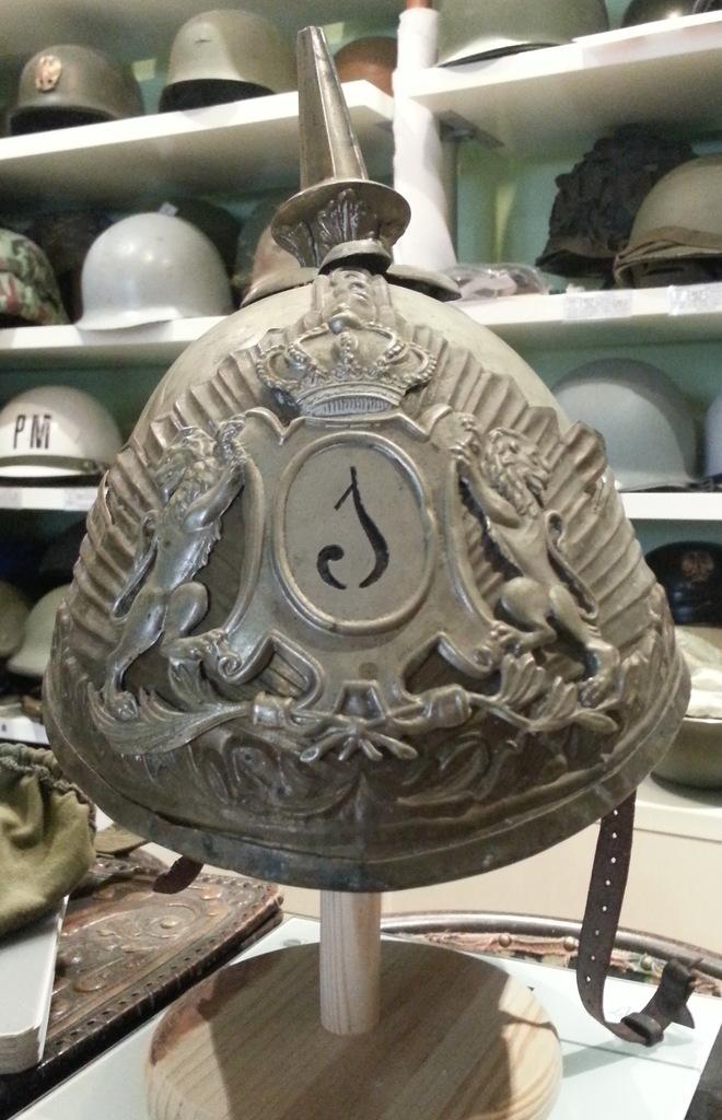"casco - Casco Mod. 1875 de Oficial de Lanceros del Regimiento Nº1 ""del Rey"". 20150302_145727b"