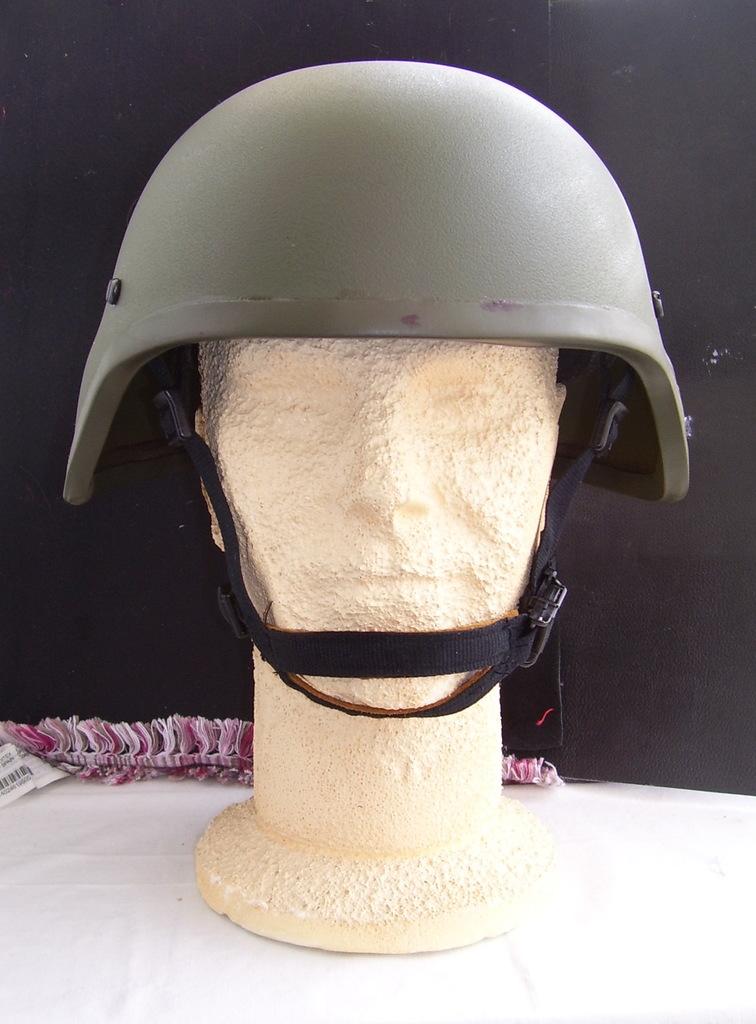 Noviembre de 2014 - Diciembre de 2016. Nuevo casco de combate para el Ejército español. 100_2716