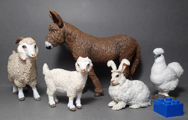 Five fantastic, fuzzy farm figures from Papo !!! :-D Fuzz_All