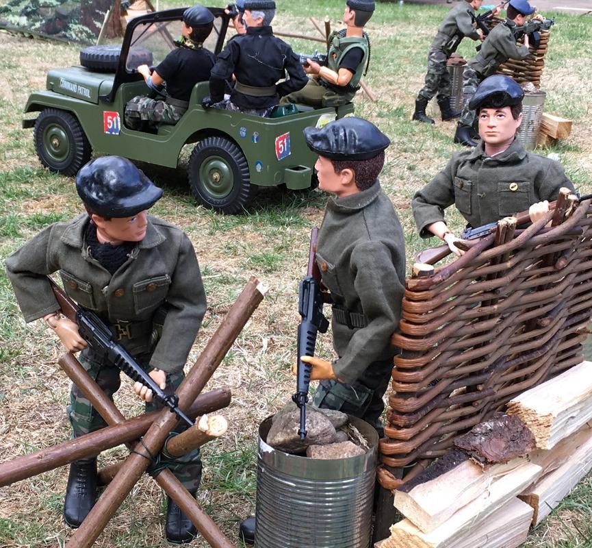 The Munrovians prepare their defenses..part 1. QKQCE2055