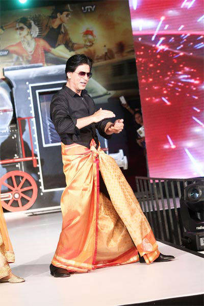 All aboard Chennai Express with SRK, Deepika Msid_21646812width_614height_630_cms