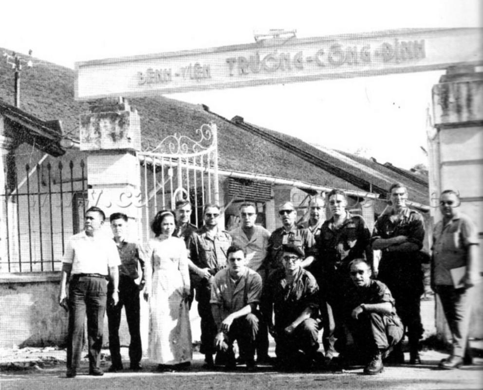 ESPAÑOLES EN VIETNAM - Historia, Cascos y Uniformes. Espa_oles_en_Vietnam_010b