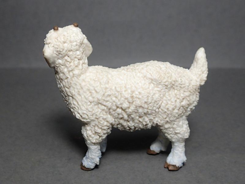 Five fantastic, fuzzy farm figures from Papo !!! :-D Fuzz_Goat_Kid4