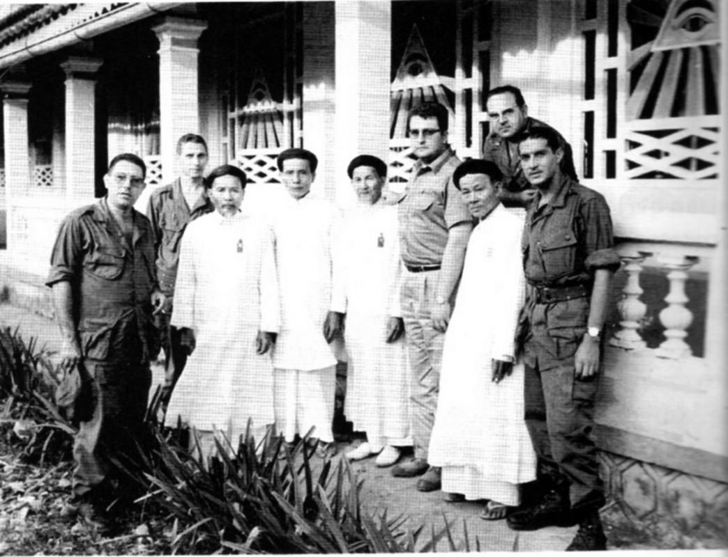 ESPAÑOLES EN VIETNAM - Historia, Cascos y Uniformes. Espa_oles_en_Vietnam_011b