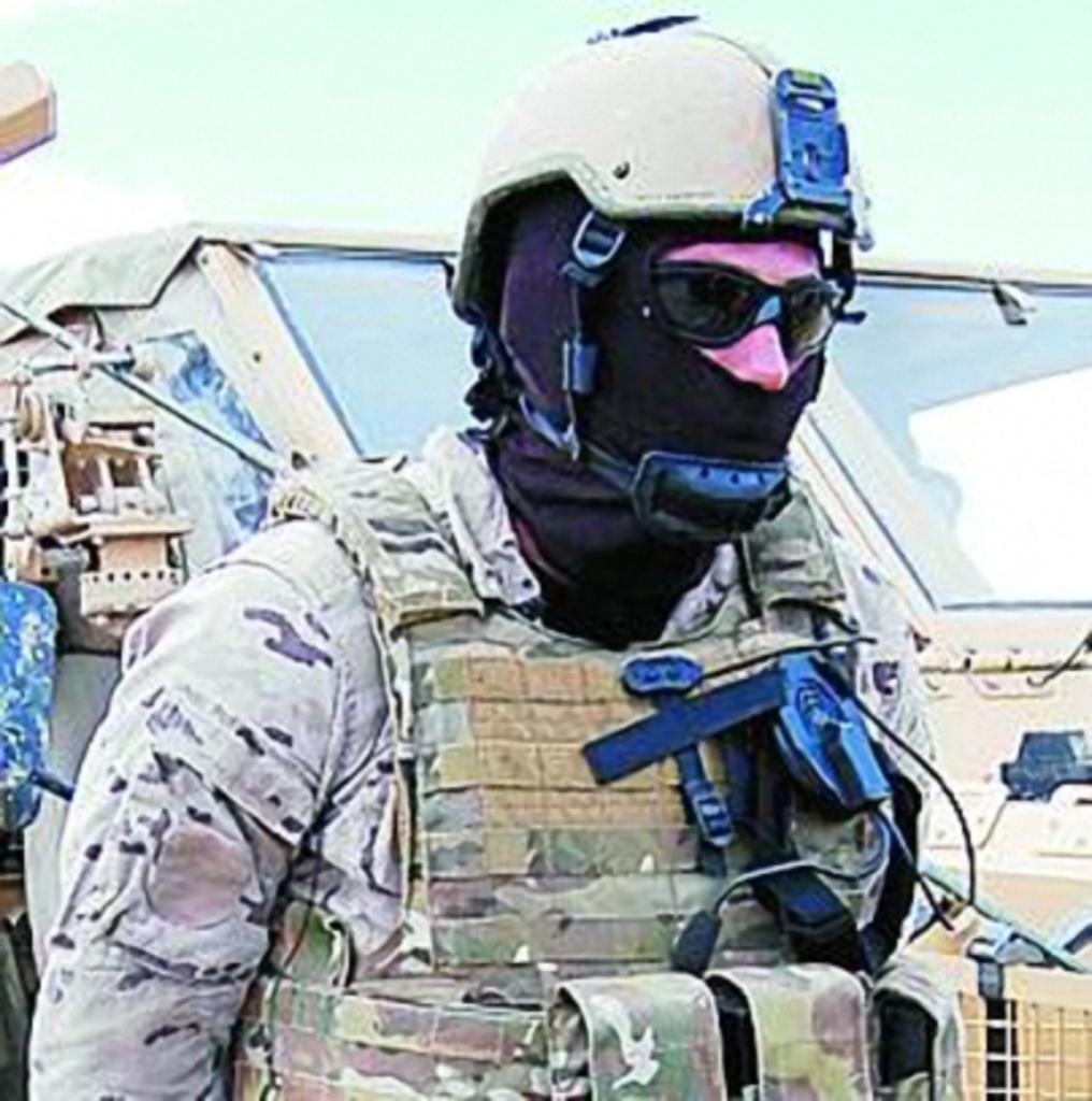Noviembre de 2014 - Diciembre de 2016. Nuevo casco de combate para el Ejército español. Fauerzasesp_MSA_TC3001_MOE_001