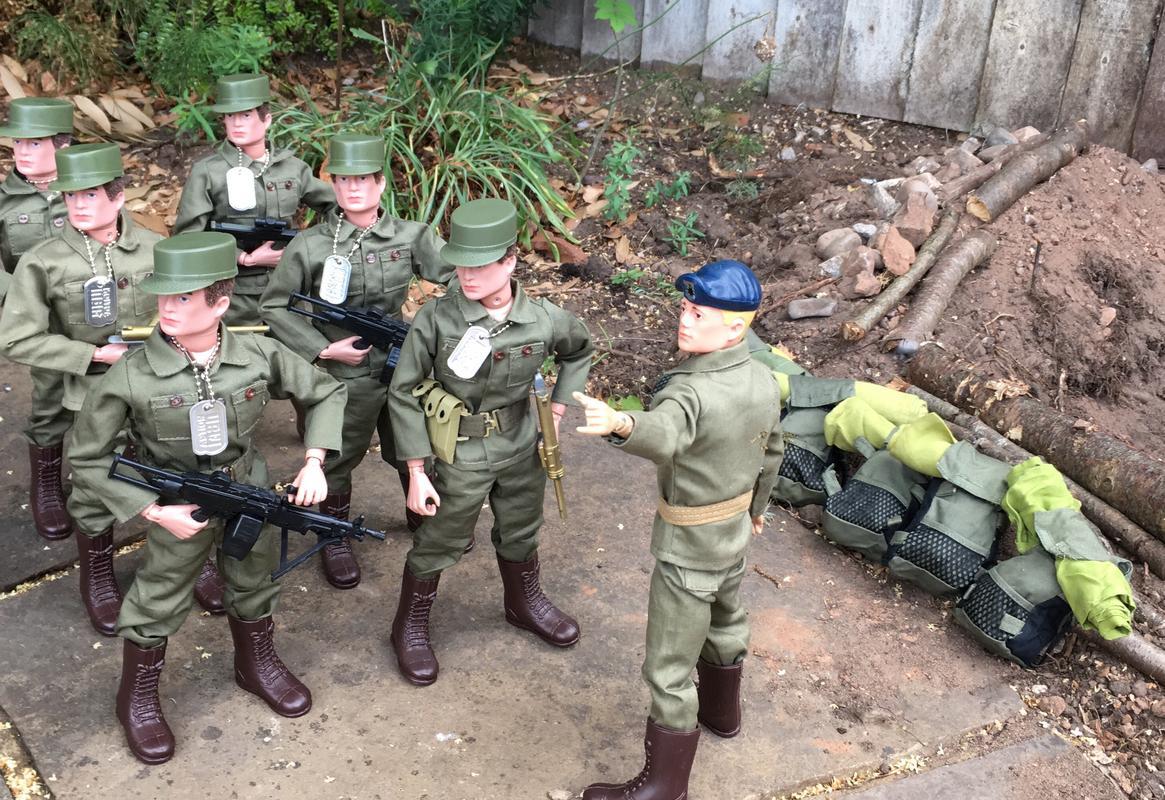 The Munrovians prepare their defenses..part 1. RYBTE5967