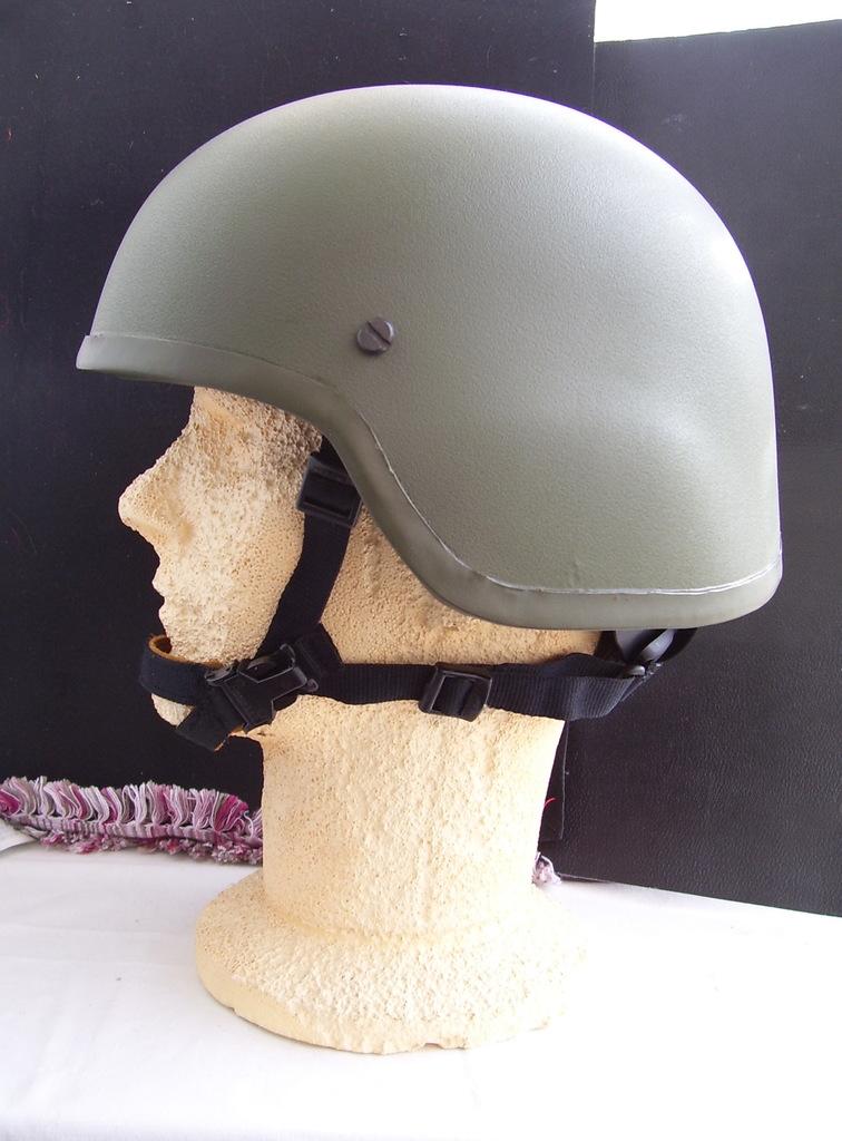 Noviembre de 2014 - Diciembre de 2016. Nuevo casco de combate para el Ejército español. 100_2713