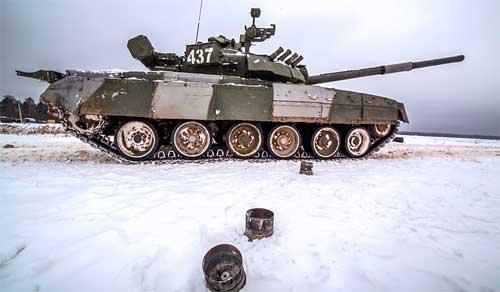 Т-80У Ucheniya_kantemirovskoj_tankovoj_divizii_07