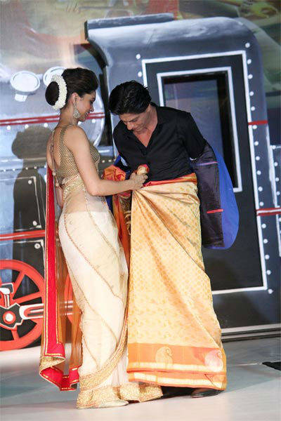 All aboard Chennai Express with SRK, Deepika Msid_21646818width_614height_630_cms