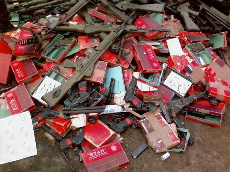 FOTOS DE DESTRUCCION DE DIFERENTES MODELOS DE CETME Y OTRAS ARMAS DEL PATRIMONIO DESTRUCCION_CETMEs_010408_120021_004_Copia_de
