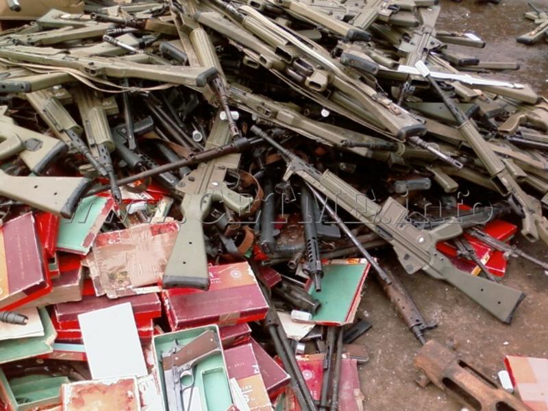 FOTOS DE DESTRUCCION DE DIFERENTES MODELOS DE CETME Y OTRAS ARMAS DEL PATRIMONIO DESTRUCCION_CETMEs_010408_120021_005_Copia_de