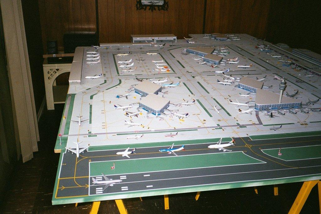 Aeroporturi in miniatura 1:400 - 1:500 Picture1
