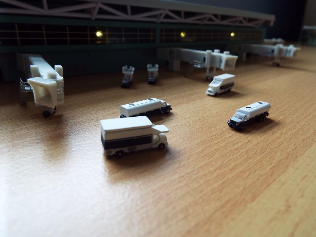 Aeroporturi in miniatura 1:400 - 1:500 DSCF3264