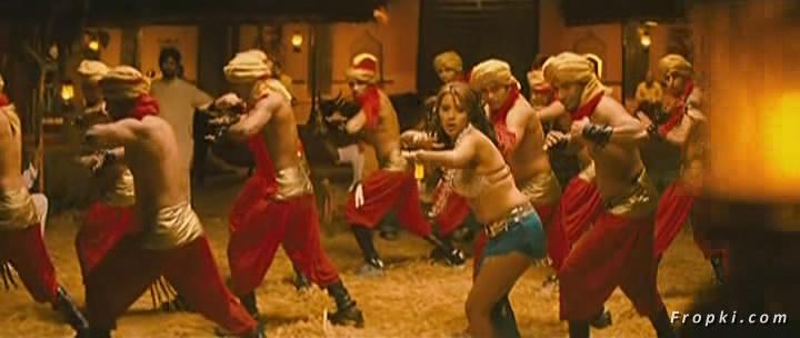 Arti Chabria enjoyed by extras in item song Arti_Chabria_Dance_9