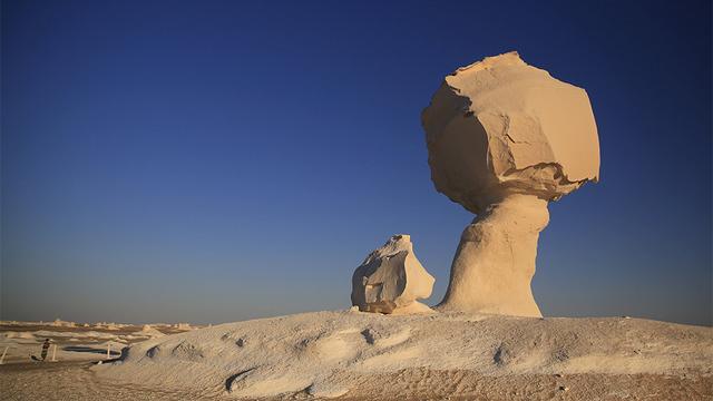 Камене громаде широм планете - Page 6 Bela_pustinja_re_6